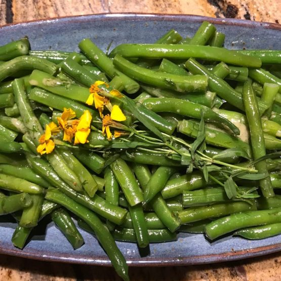 Green beans with dressing